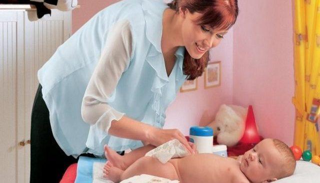Как часто менять подгузник новорожденному?