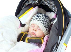 Как правильно гулять с новорожденным зимой?